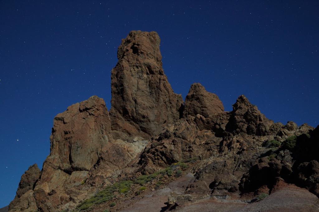 Roques de García, a la llum de la lluna.
