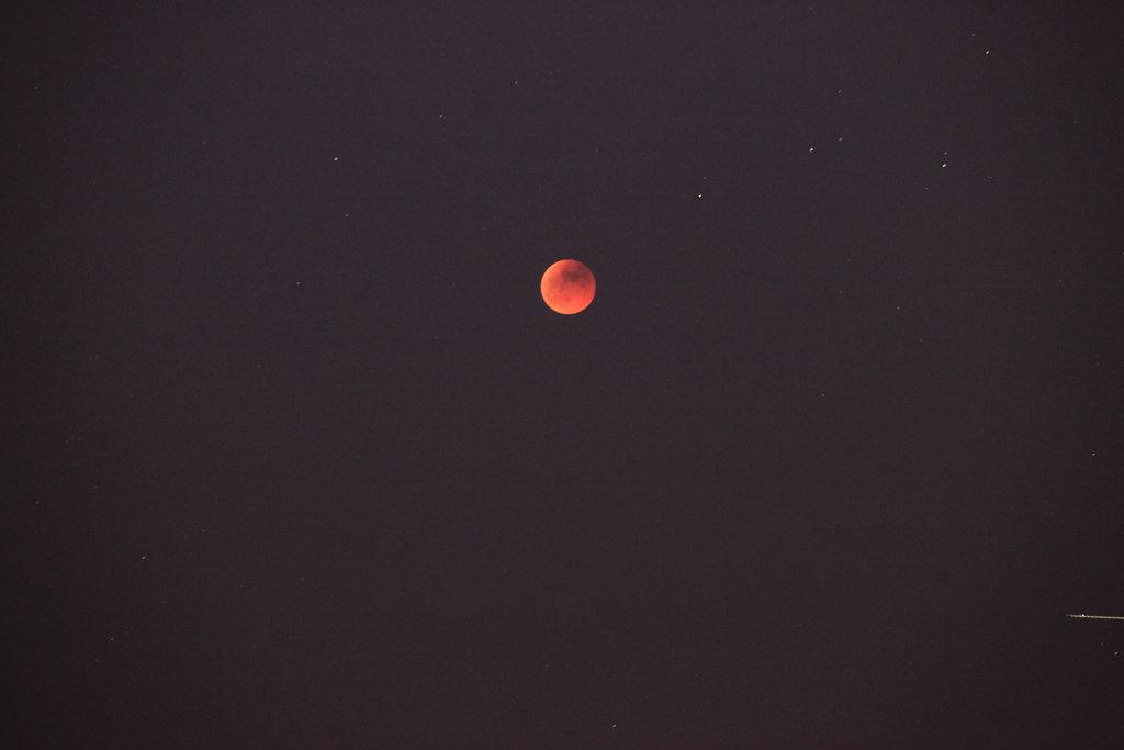Eclipsi de lluna a les 22:40
