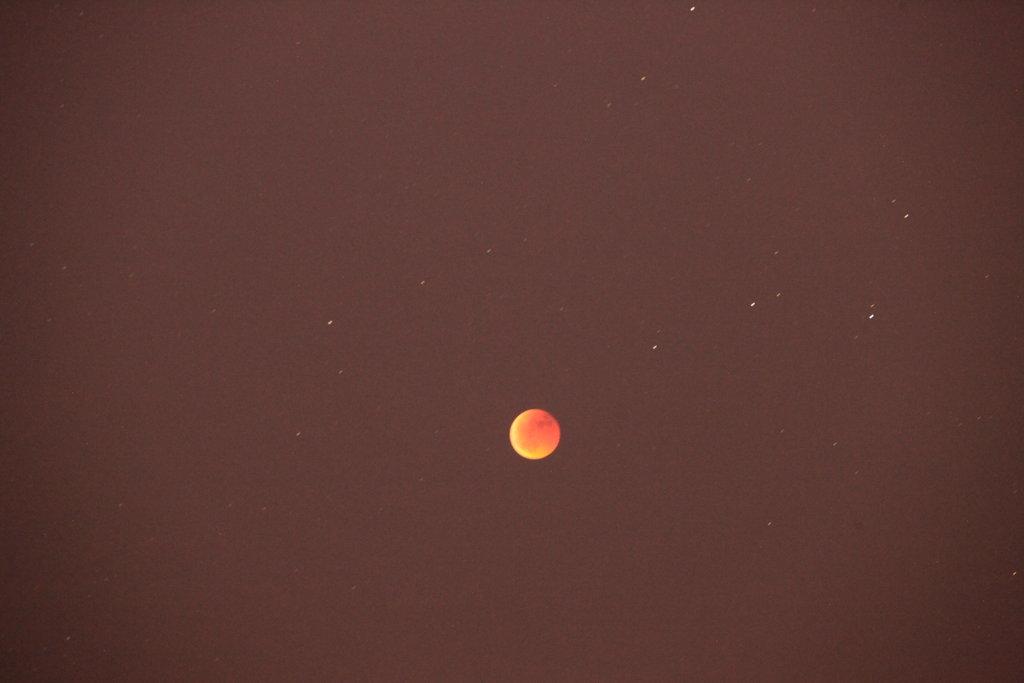 Eclipsi de lluna a les 22:48